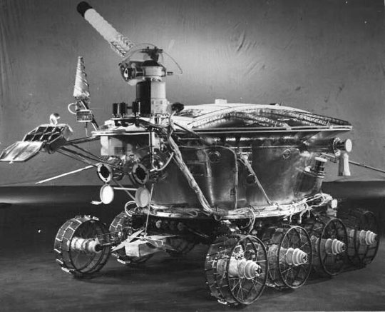 Photo (sideview) of a Lunokhod rover