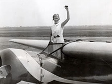 Elinor Smith in 1928 following the completion of her flight under the four bridges of New York
