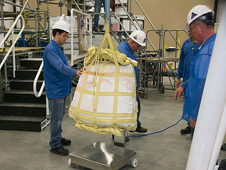 JSC2009-E-285989 -- Technicians prepare the parachutes