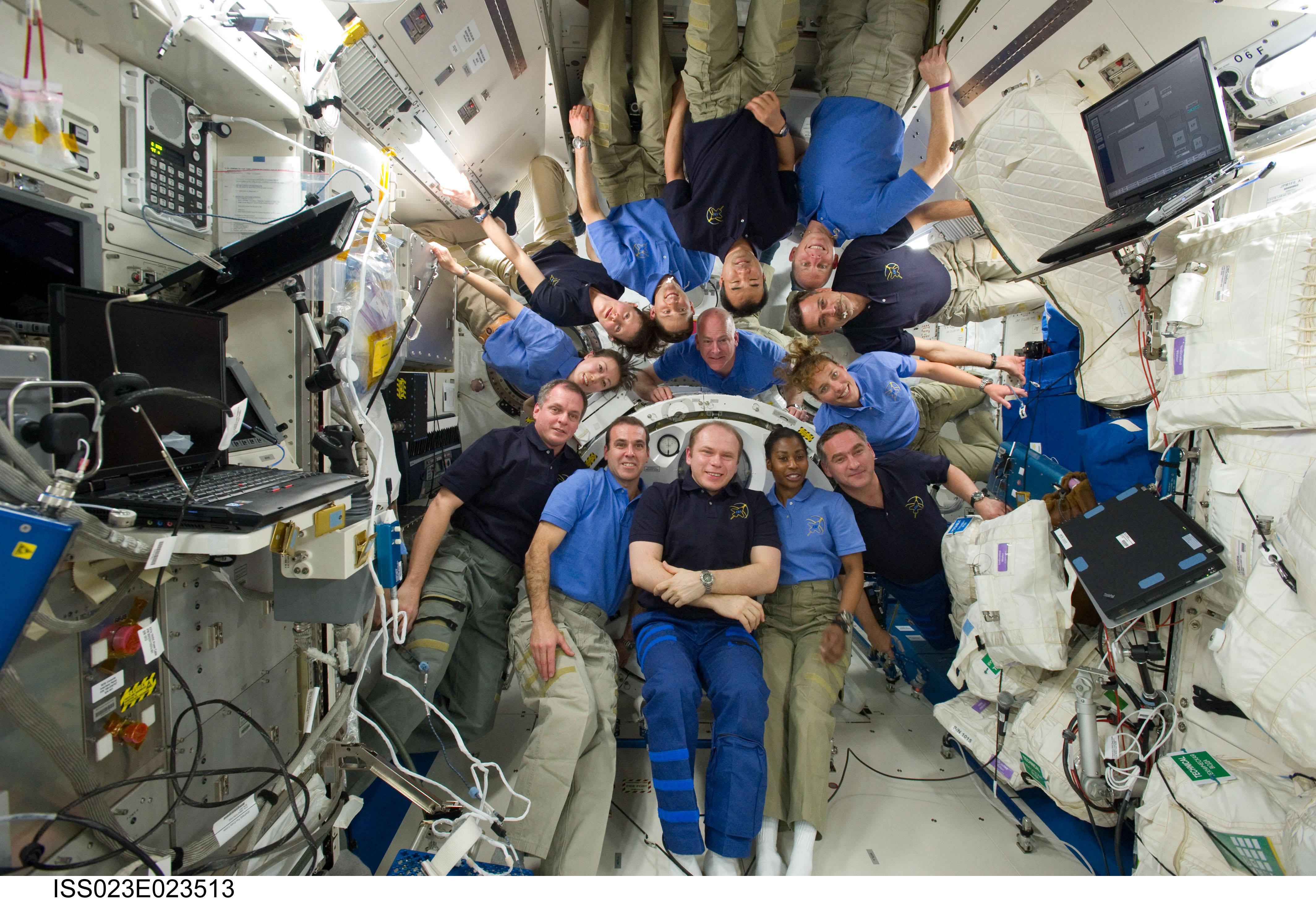 astronauts sleeping compartment - photo #21