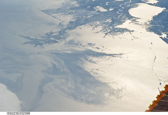 ISS023-E-032398 -- Oil slick in the Gulf of Mexico