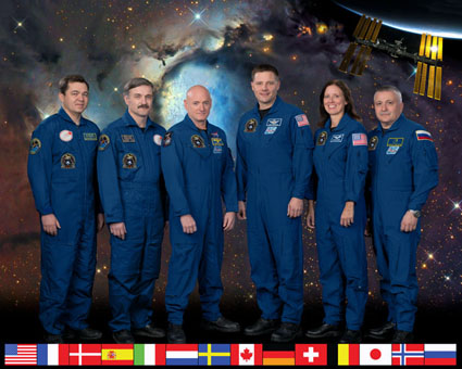 ISS025-S-002A -- Expedition 25 crew members