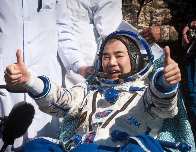 space astronauts thumbs up - photo #8
