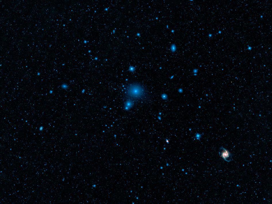Kupa galaxií v Peci