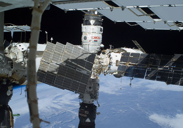 ISS021-E-031841: Poisk and Progress resupply vehicle