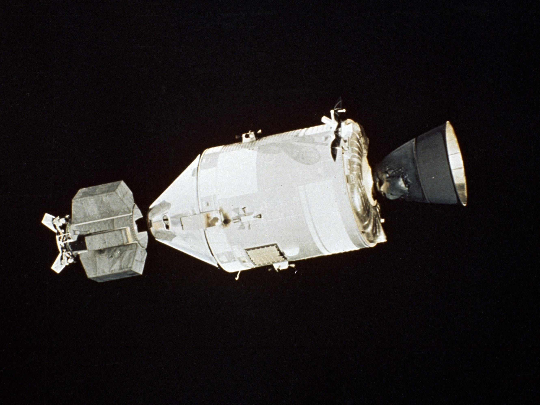 stages of apollo spacecraft docking - photo #33