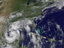 Although Alex's center in the southwestern Gulf of Mexico, his cloud cover extends over a large area of the Gulf.