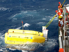 A team recovers the hybrid robotic vehicle Nereus