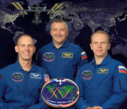iss015-s-002c -- Expedition 15 crew portrait