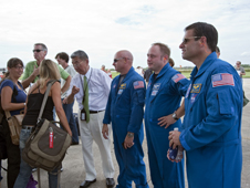 Professor Sam Ting speaks with media while astronauts Mark Kelly, Michael Fincke and Greg Chamitoff look on