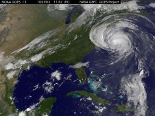 Image showing a huge Hurricane Earl northeast of North Carolina with cloud cover stretching over the northeastern U.S.