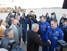 Alexander Skvortsov and Mikhail Kornienko greeted by space officials