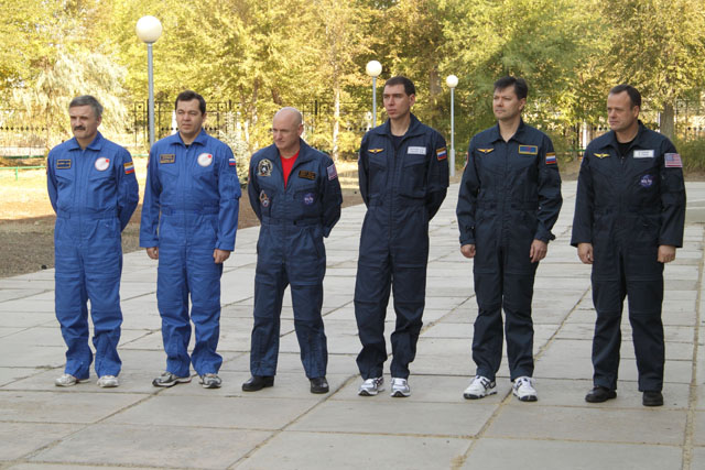 Expedition 25 prime and backup crew