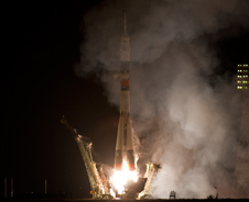 201010080001HQ -- The Soyuz TMA-01M rocket launches