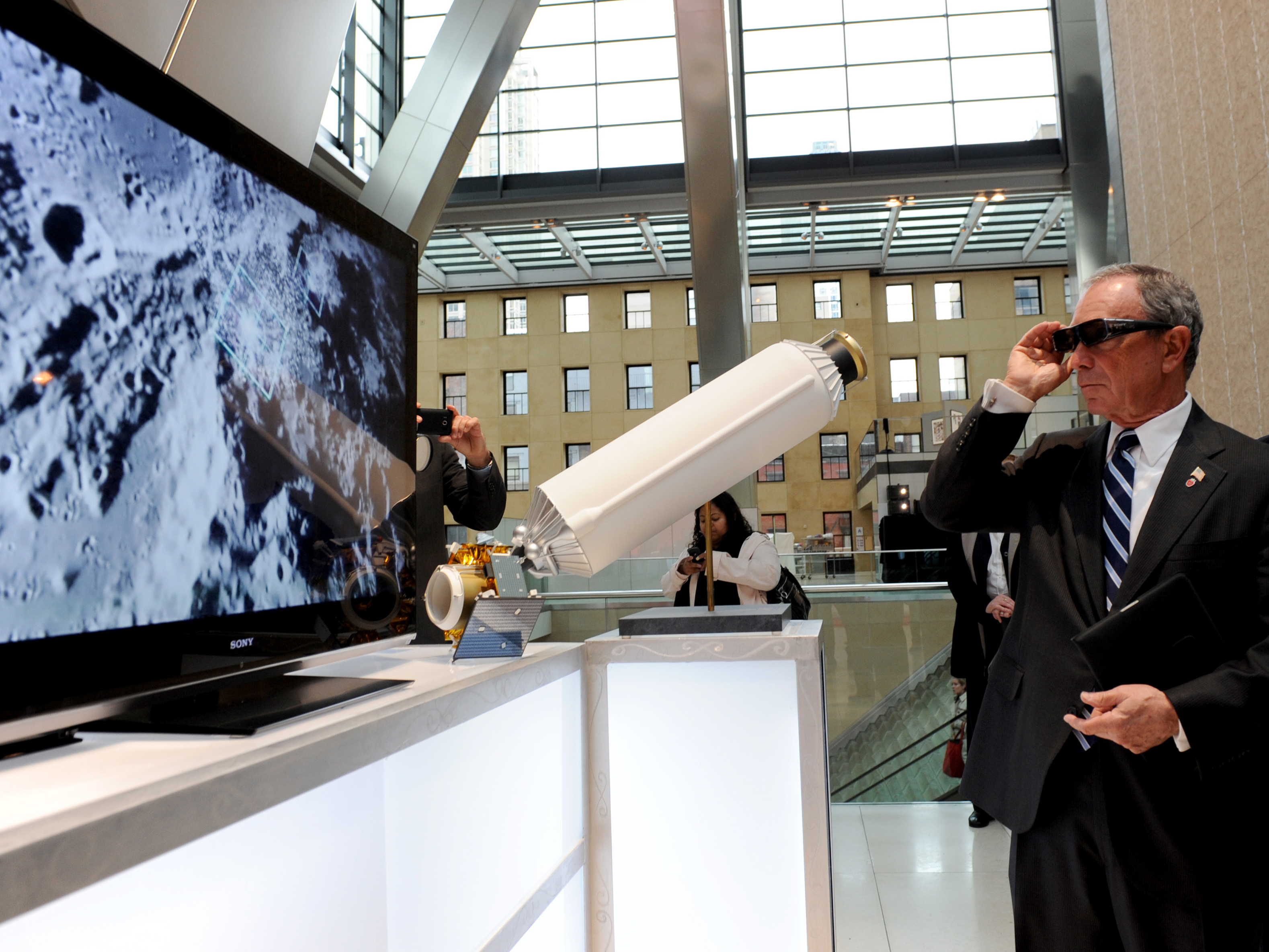 NASA - Mayor Bloomberg Views LCROSS in 3D