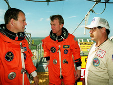 STS-97 Pilot Mike Bloomfield (left), Commander Brent Jett  and Travis Thompson