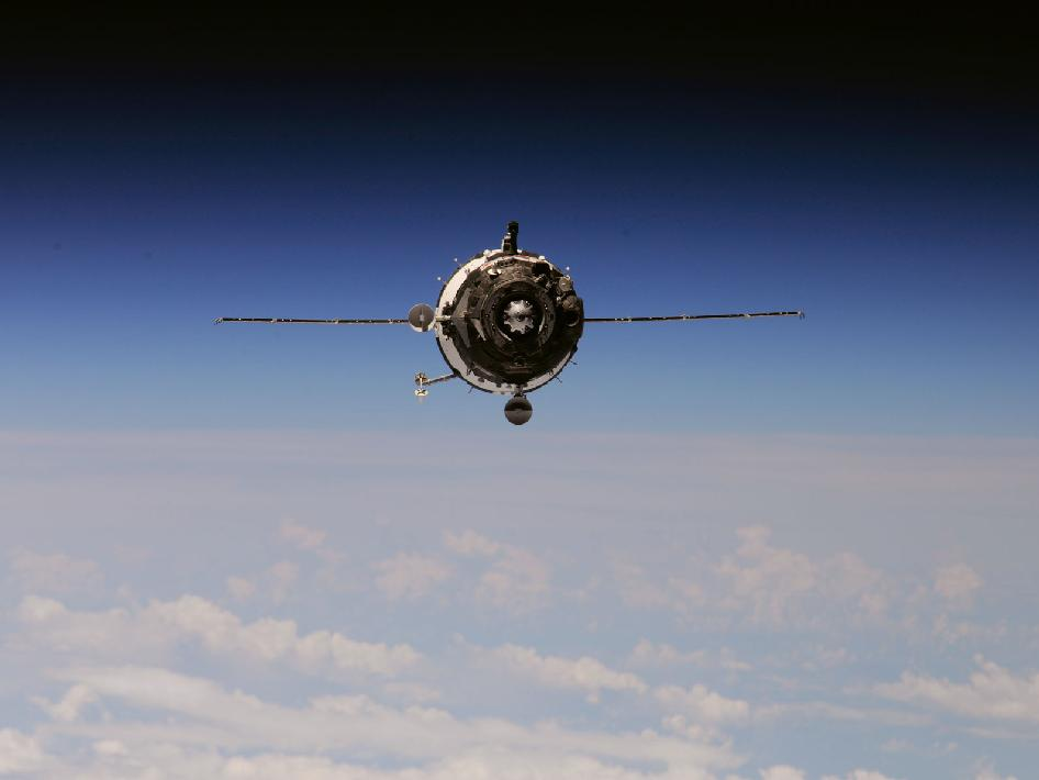 The Soyuz TMA-01M spacecraft approaches the International Space Station