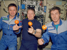 ISS01-328-015 -- Expedition 1 crew