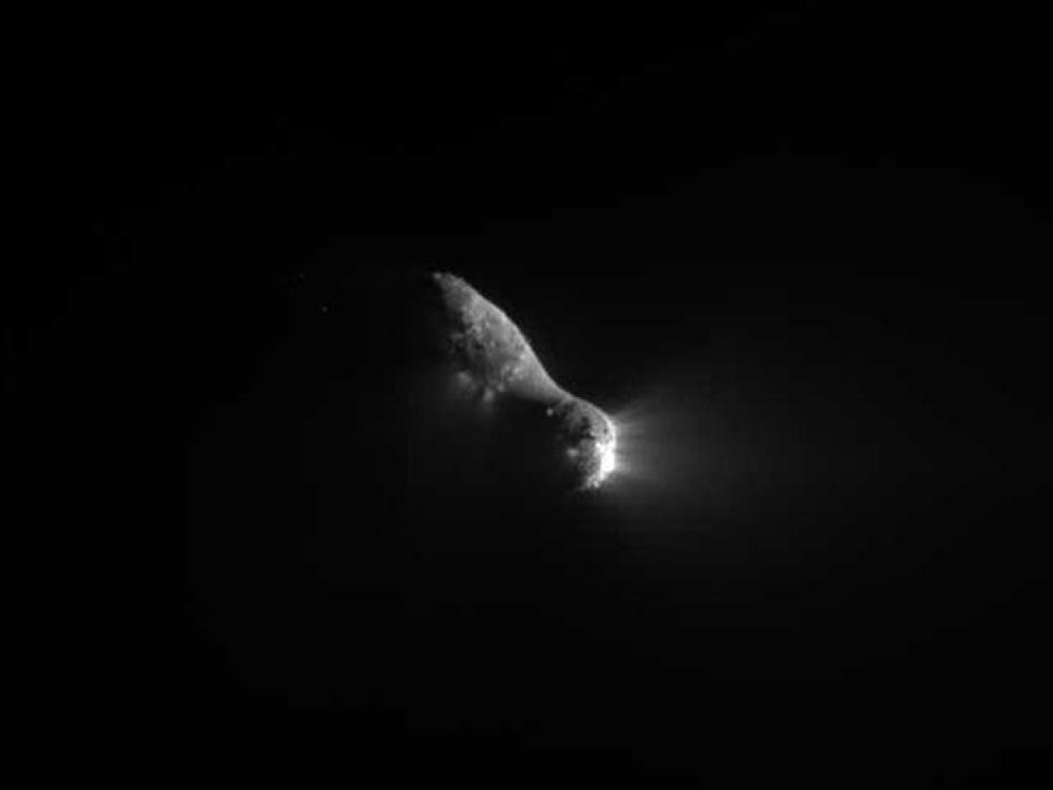 This close-up view of comet Hartley 2 was taken by NASA's EPOXI mission during its flyby of the comet on Nov. 4, 2010
