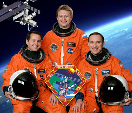 iss004s002 -- Expedition 4 crew portrait