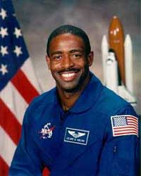 picture of astronaut Leland Melvin