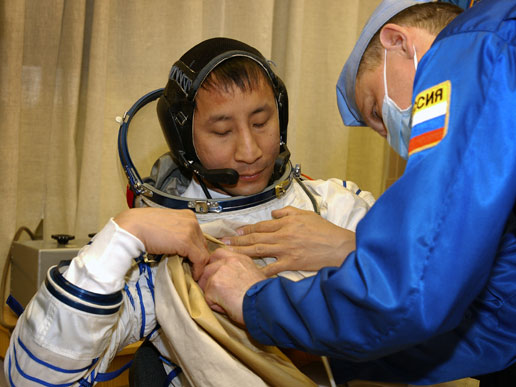 Astronaut Edward T. Lu, NASA ISS science officer and flight engineer for Expedition Seven