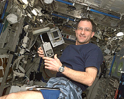 Astronaut Donald R. Pettit, Expedition Six NASA ISS science officer