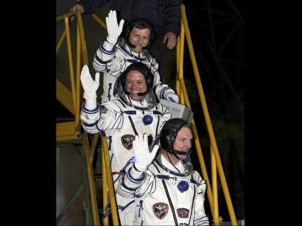 Expedition 27 Waves Farewell