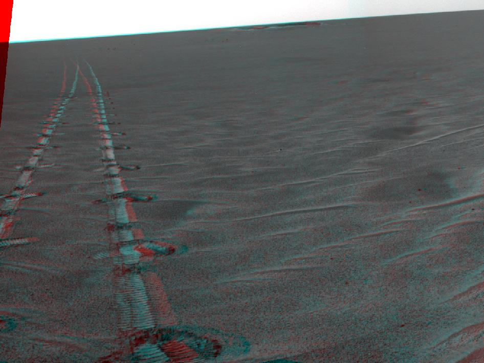 Autonomous hazard checks leave patterned rover tracks on Mars (stereo)