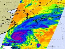 Infrared image of Songda on May 27 when Songda's center was parallel to the southern tip of Taiwan.