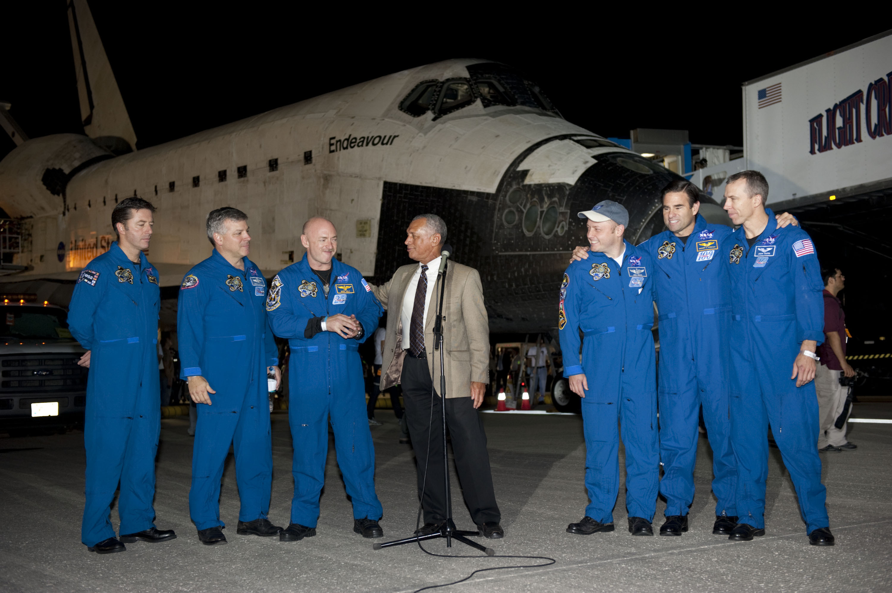 space shuttle endeavour crew members - photo #2