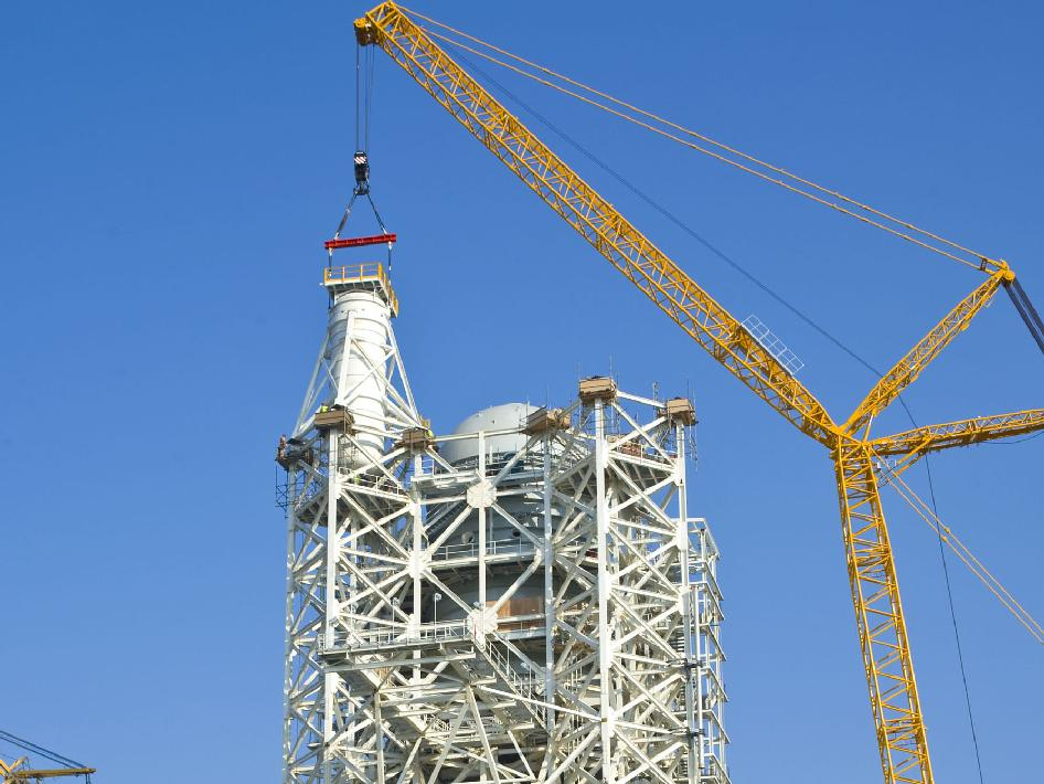 Installation of a 35,000-gallon liquid oxygen tank atop the A-3 Test Stand under construction at Stennis Space Center