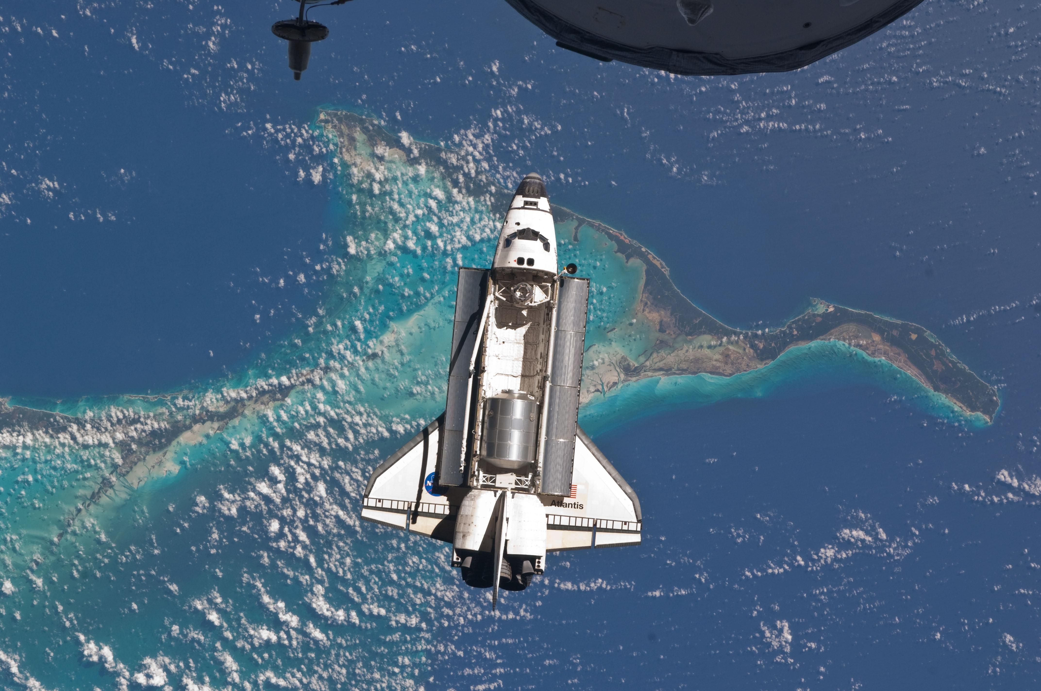 Space Shuttle And Iss The Bahamas And Space Shuttle