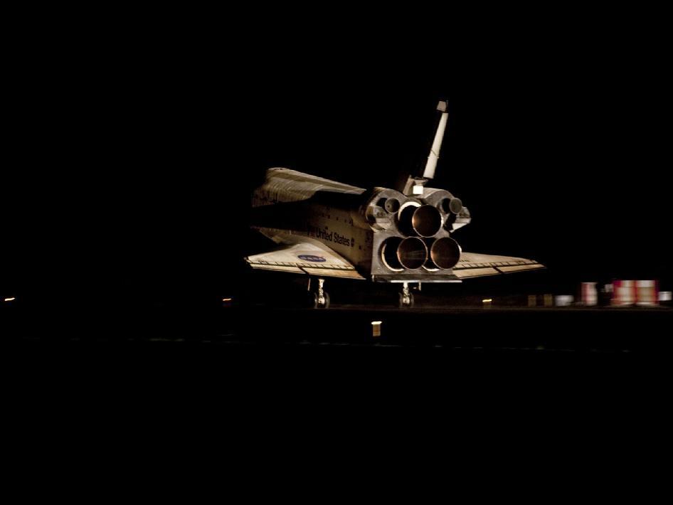 Das Space Shuttle Atlantis kurz vor dem Aufsetzen. Quelle: NASA
