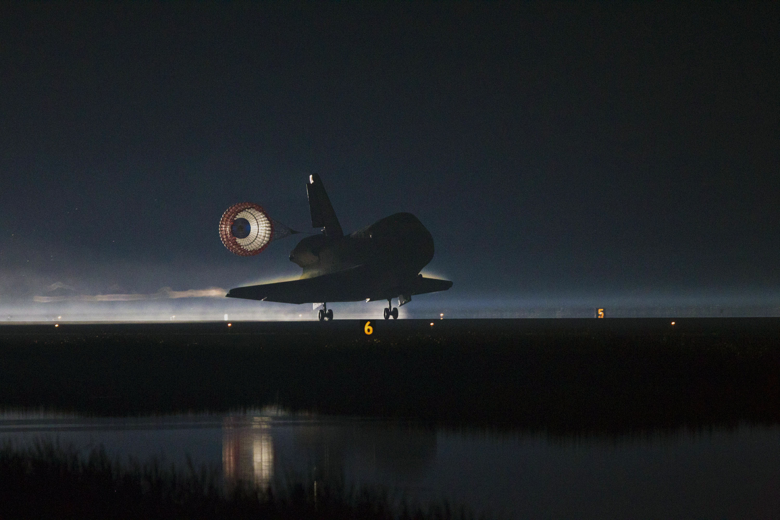 space shuttle landing from inside - photo #21