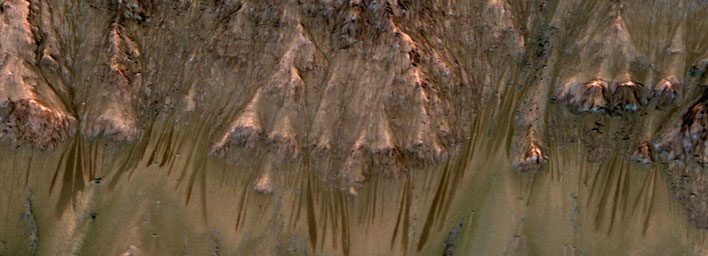 Image from MRO suggests possible water flow on Mars