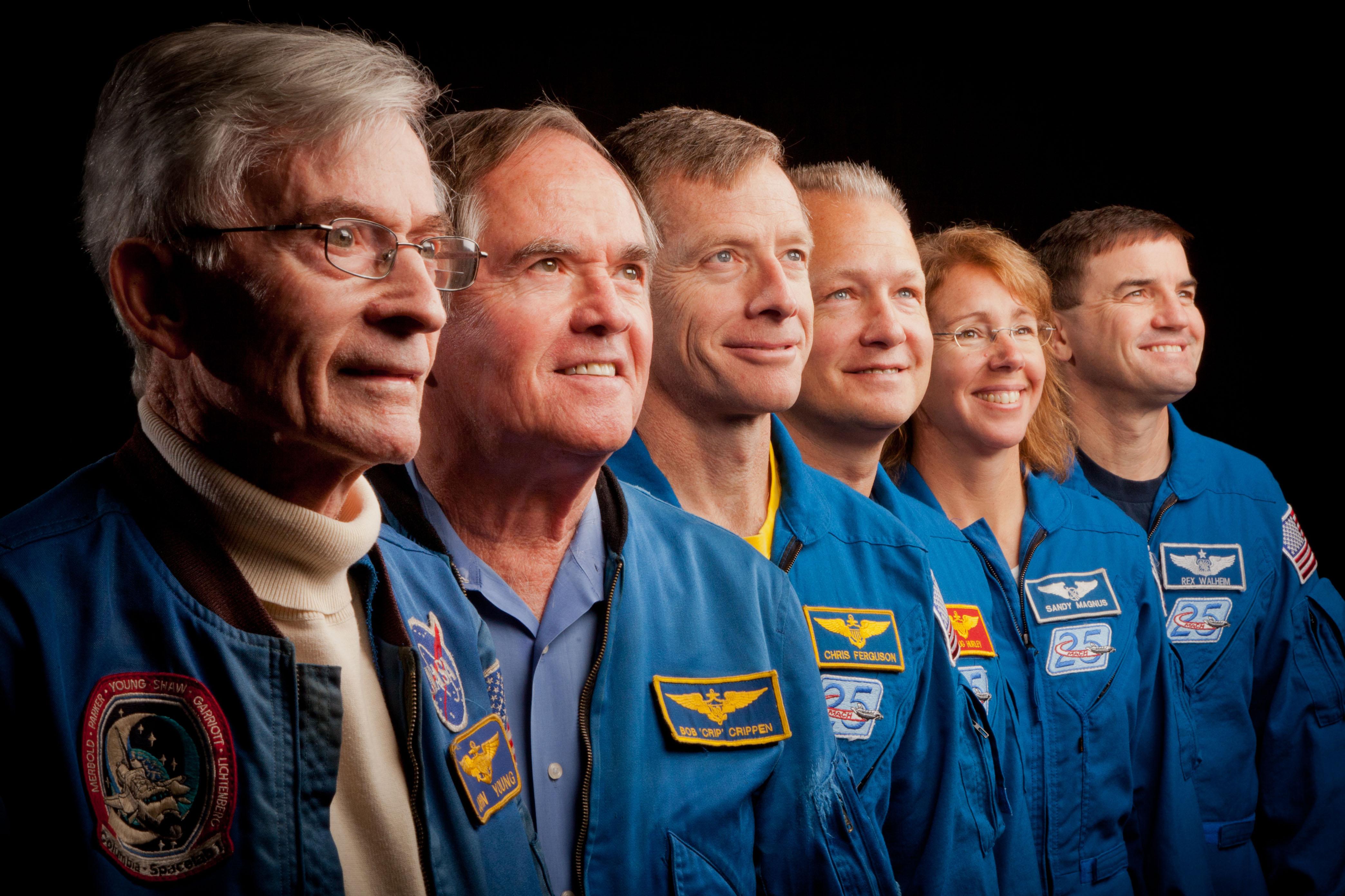 Premier et dernier équipages STS 601498main_jsc2011e205596_hires