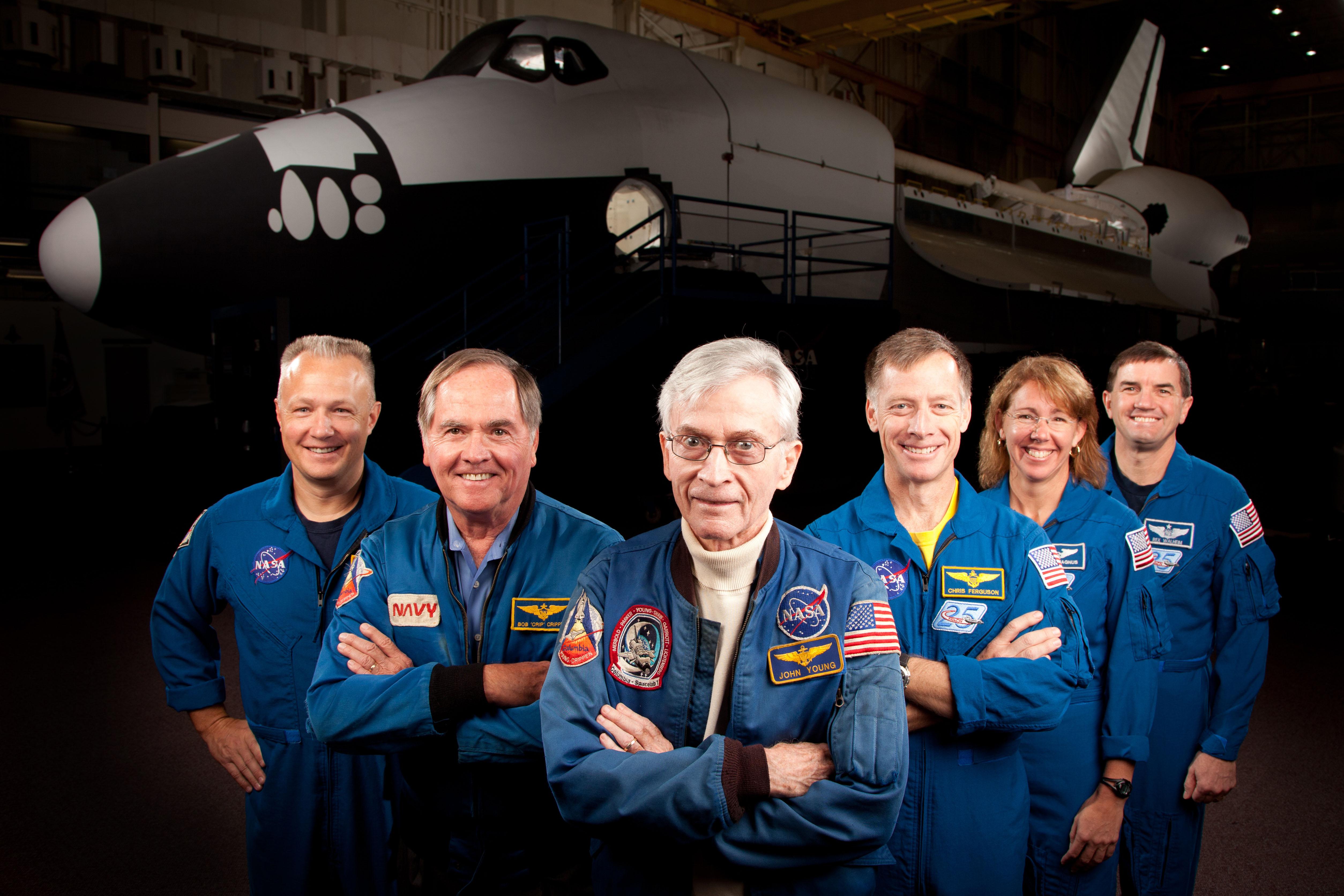 Premier et dernier équipages STS 601500main_jsc2011e205608_hires