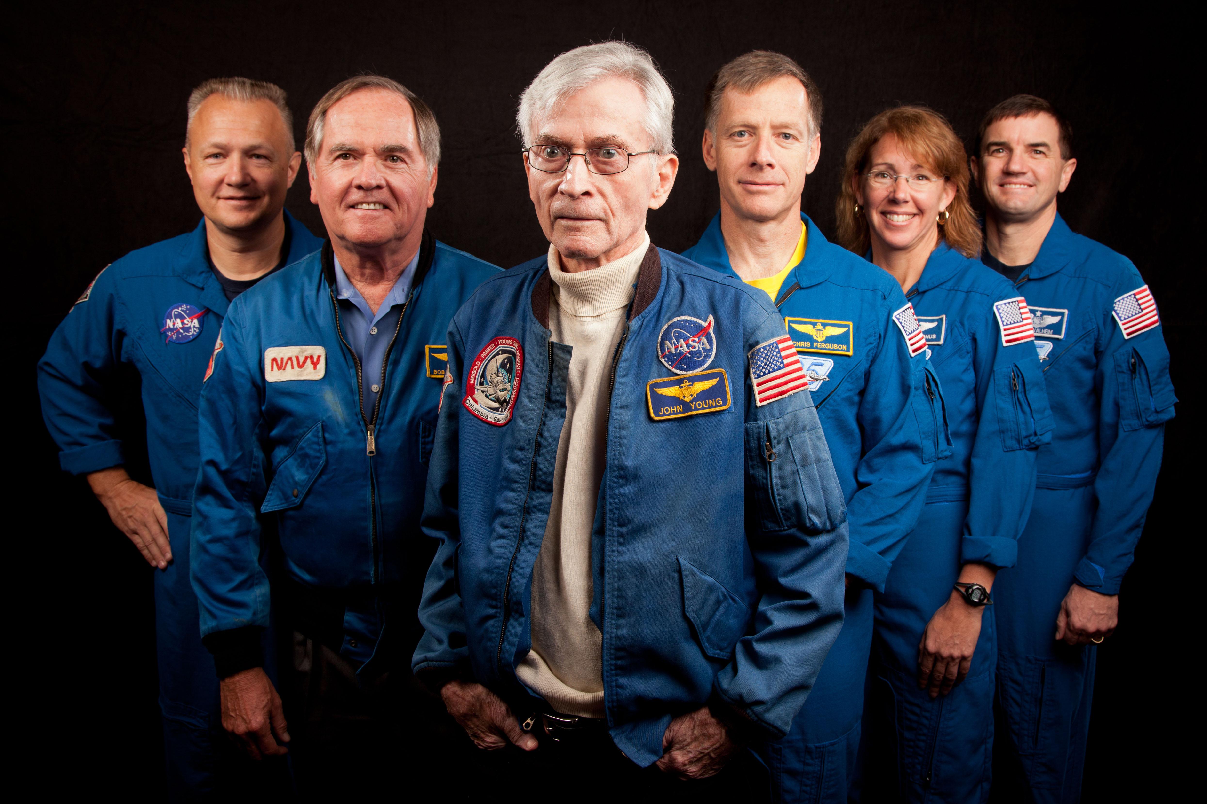 Premier et dernier équipages STS 601501main_jsc2011e205613_hires