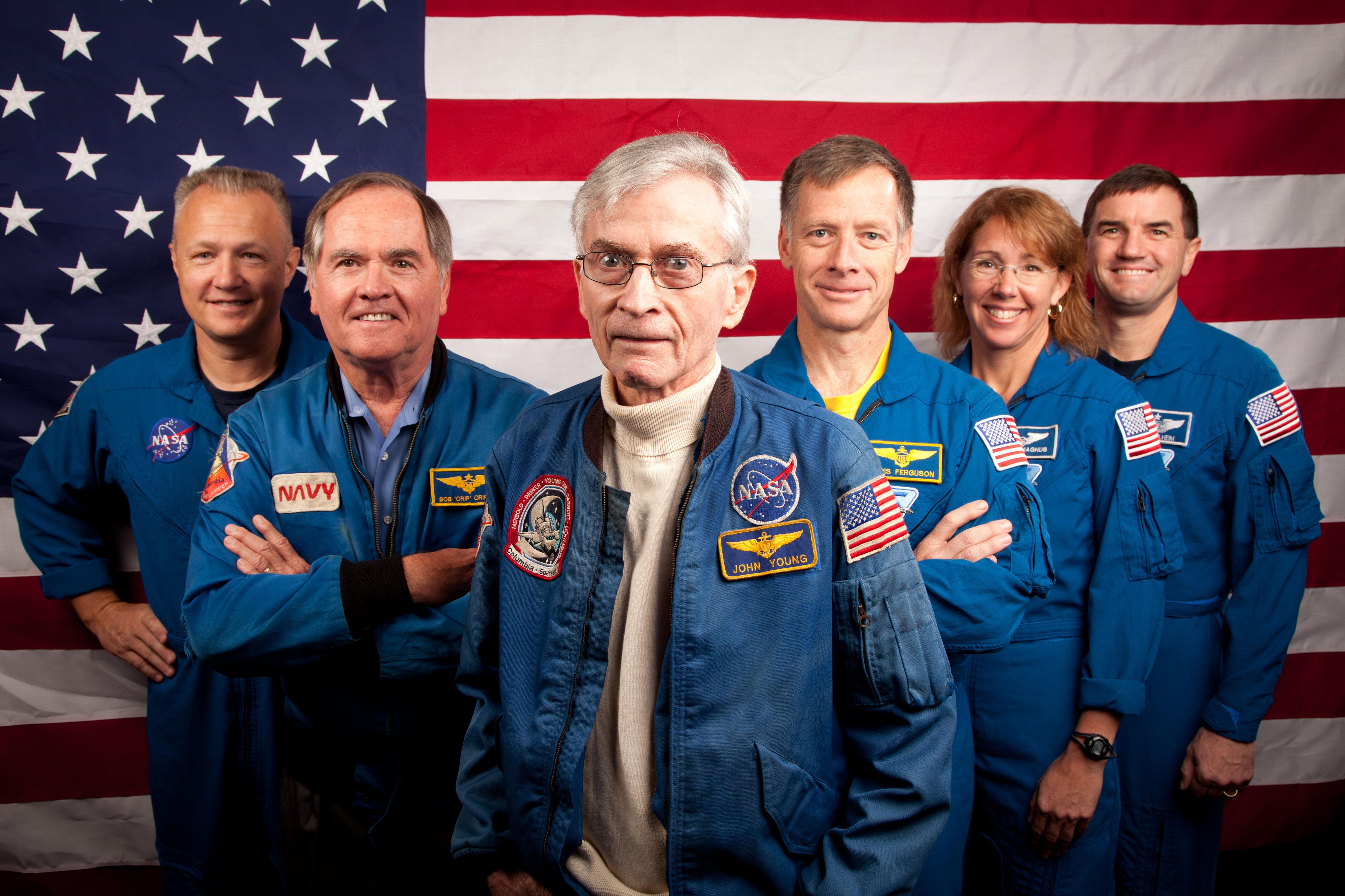 Premier et dernier équipages STS 601502main_jsc2011e205619_hires