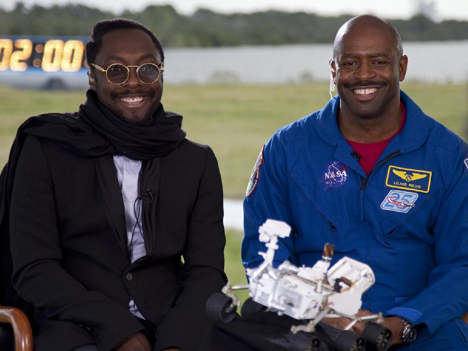Will.i.am and Leland Melvin at the MSL Tweetup