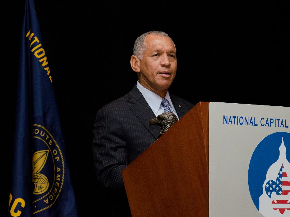 Administrator Charlie Bolden Receives an Award from the Boy Scouts of America