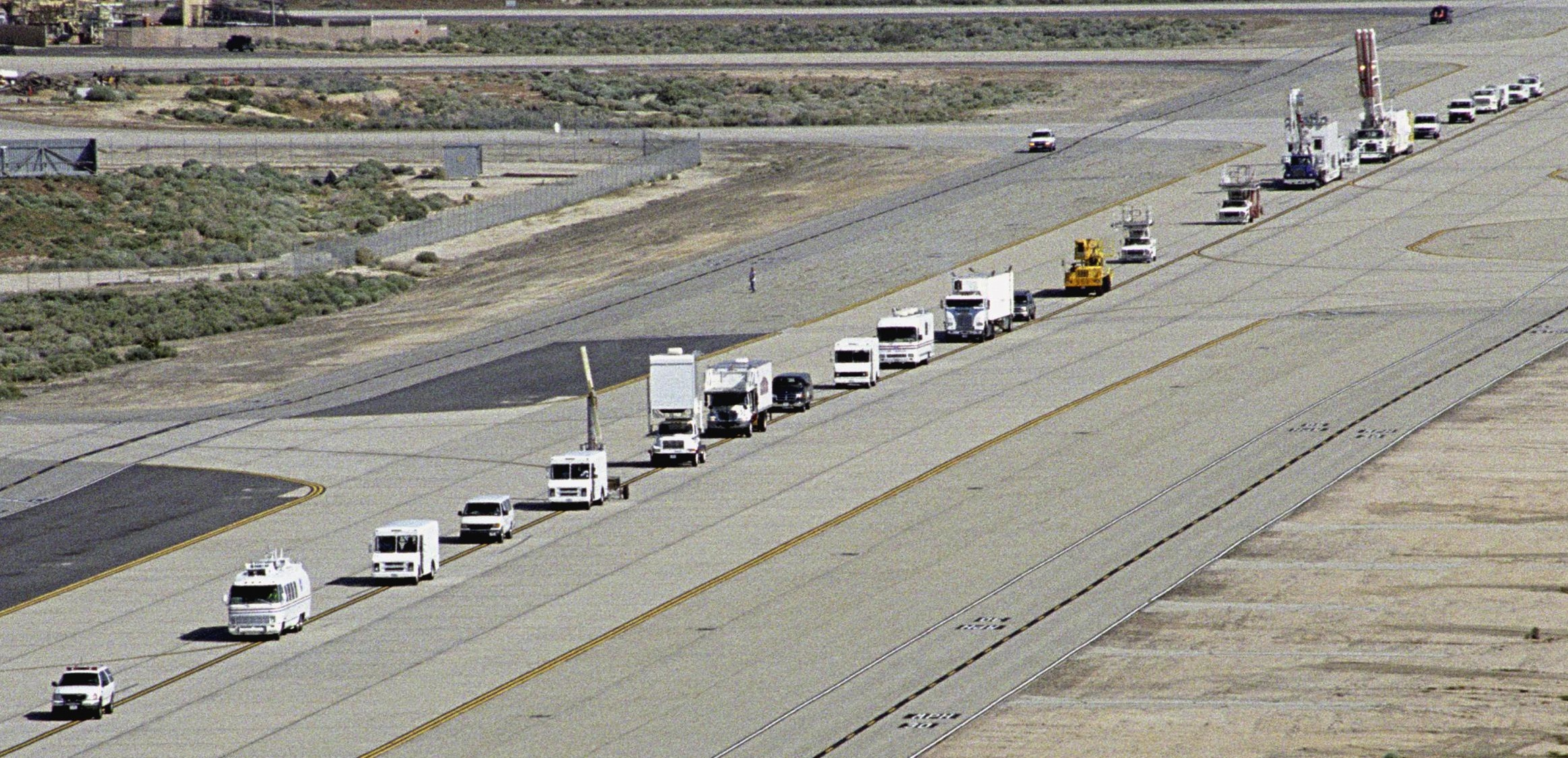 space shuttle landing at edwards air force base - photo #33