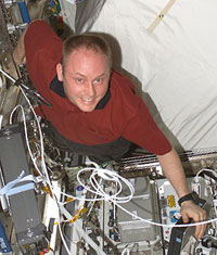Expedition 9 NASA ISS Science Officer Mike Fincke aboard Station