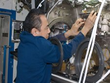 Astronaut Satoshi Furukawa installing SODI-Colloid in the Microgravity Science Glovebox, October 2011. (ESA/NASA)