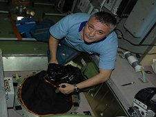 Cosmonaut Fyodor Yurchikhin (Expedition 15) works with the Photospectrometric System or FSS used for Uragan. (XX)