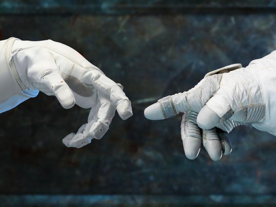 "Robonaut 2 Says ""Hello, world"" | I, Science"