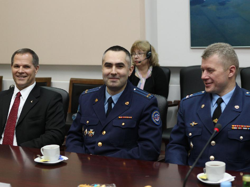 Expedition 31 backup crew members field questions from Roscosmos officials