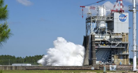 J2X engine test at Stennis Space Center on April 26, 2012