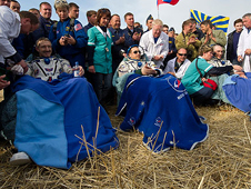 201204270005hq -- Expedition 30 crew